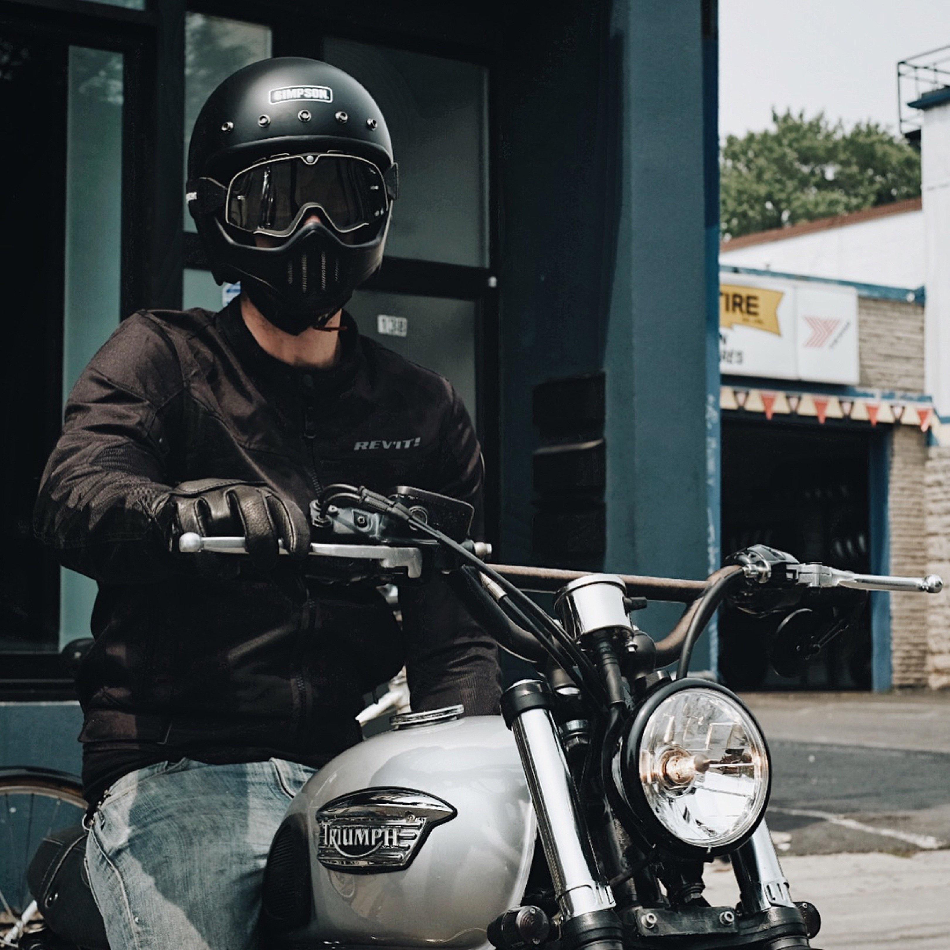 Мотокуртки Revit